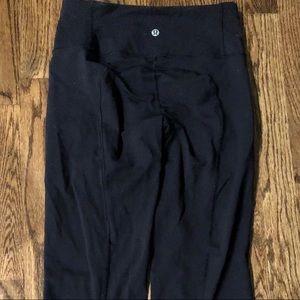 Lululemon black yoga cropped Capri pants